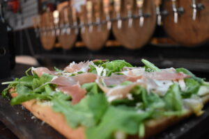 Pizza rucula y jamon crudo
